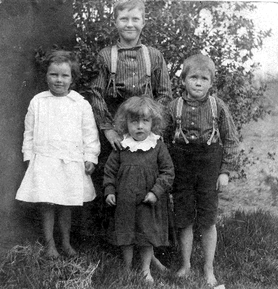 The Baillie children.  Middle back = John Gordon; centre left = Eunice Elizabeth; centre right = George Fairlie; front = Allan Dunn.