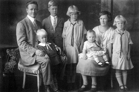 Beautiful family portrait of the Katainen family circa 1930.