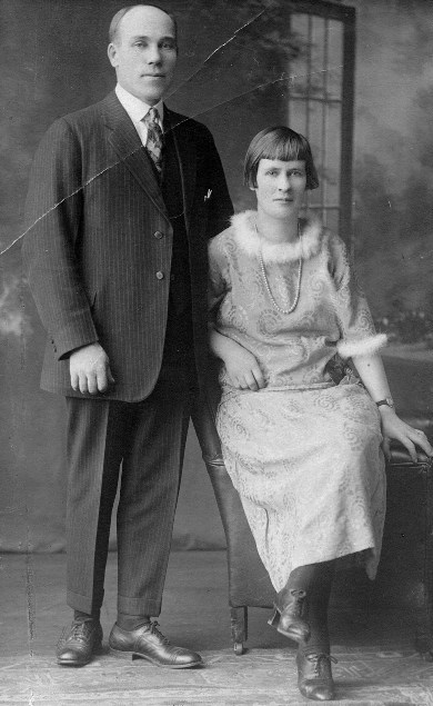 Sam and Sylvi Saari at their wedding in 1924.  Sylvi was Minda Katainen's sister.