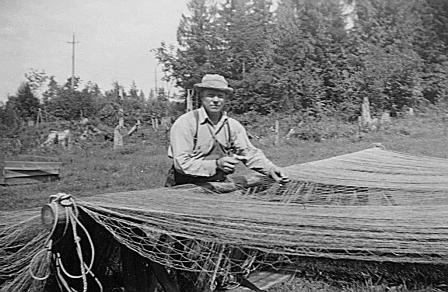 Walter Rauma mending fishing nets in 1946.