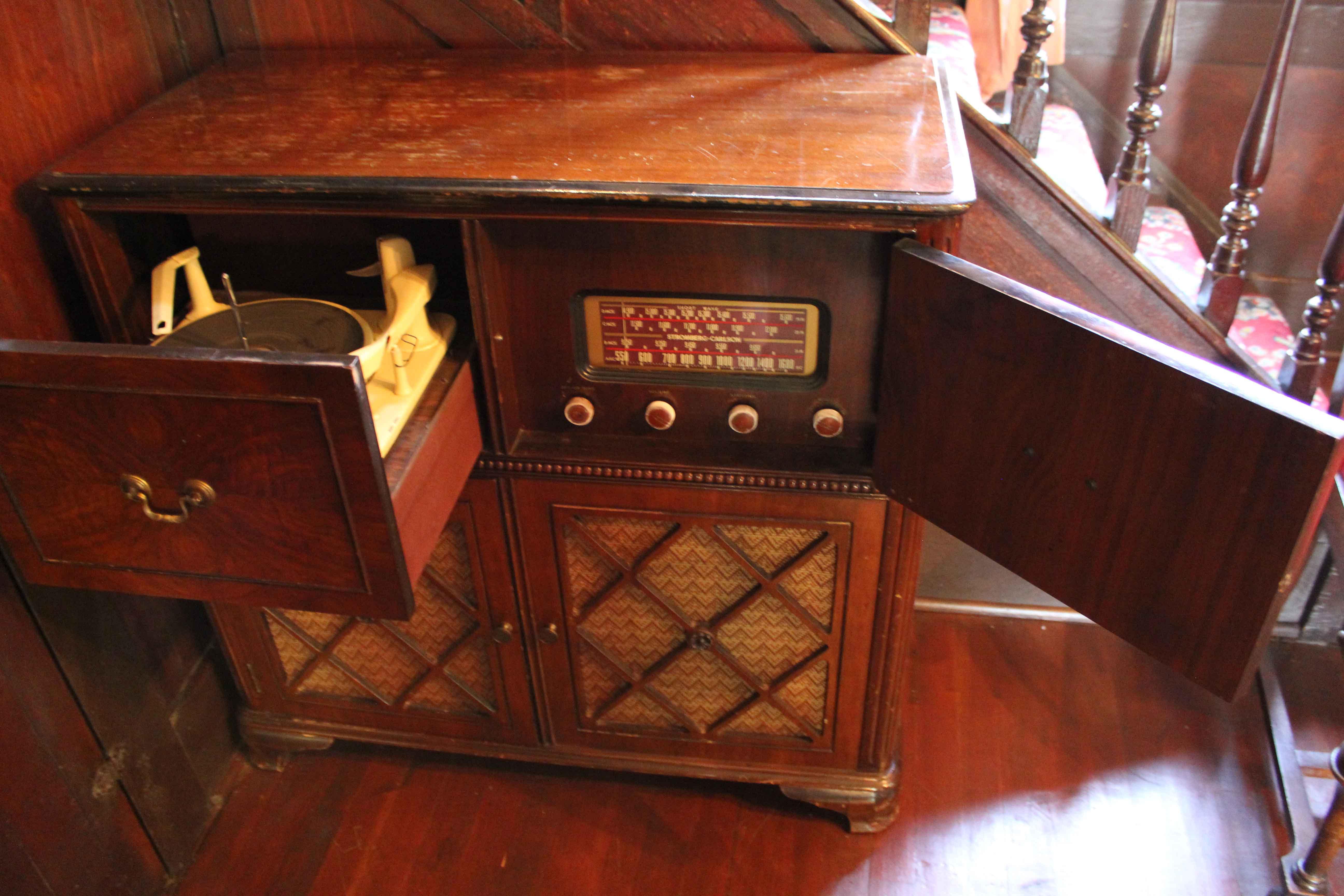 Combination Radio Phonograph 2