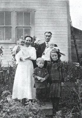 William and Jean Drewry with Mary and 3 younger siblings, 1917.